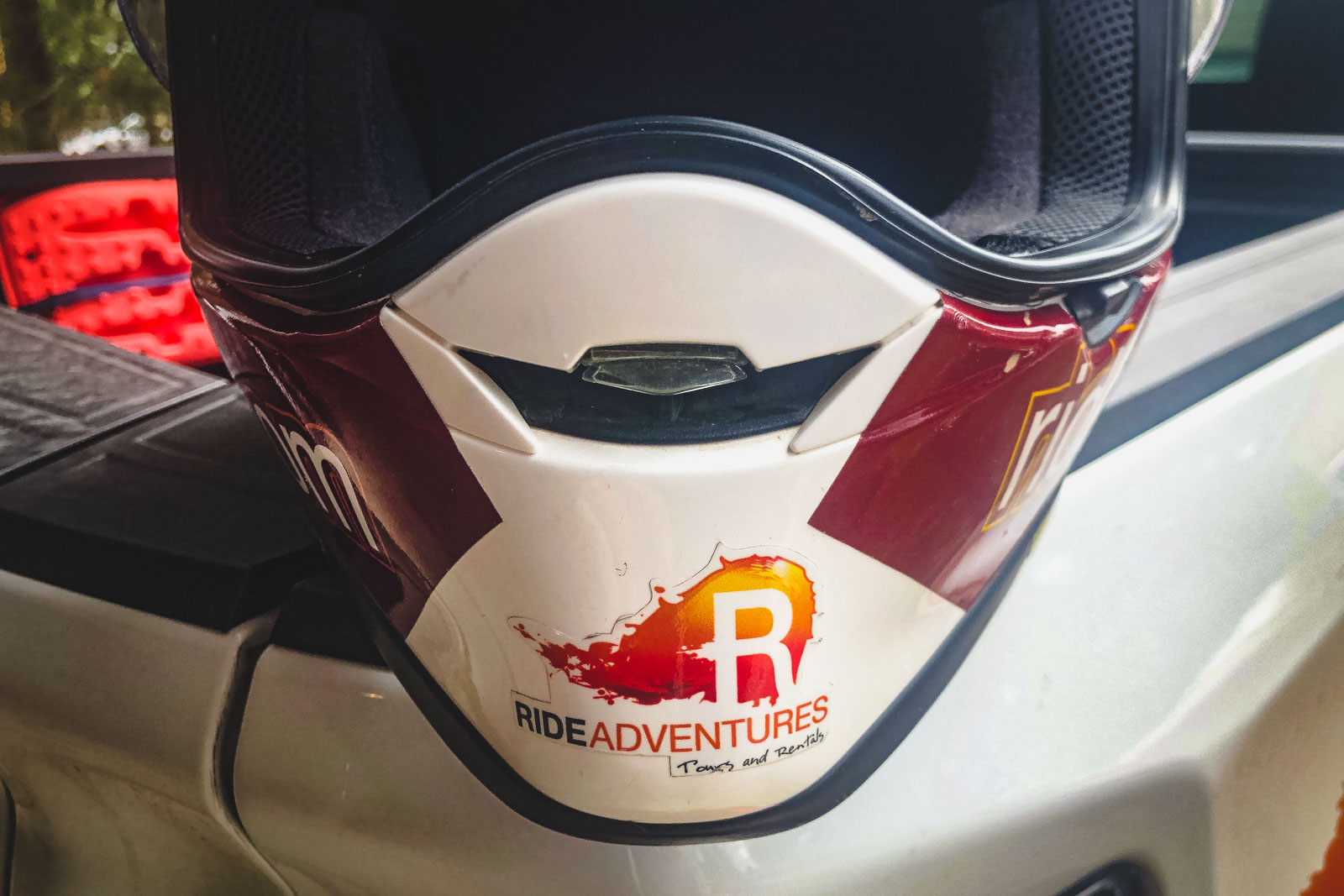 Shoei Hornets X2's front vents under the visor