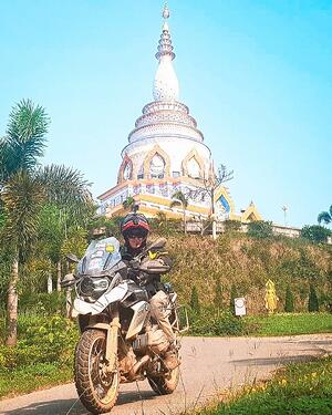 RIDE Thai-Laos temple moto