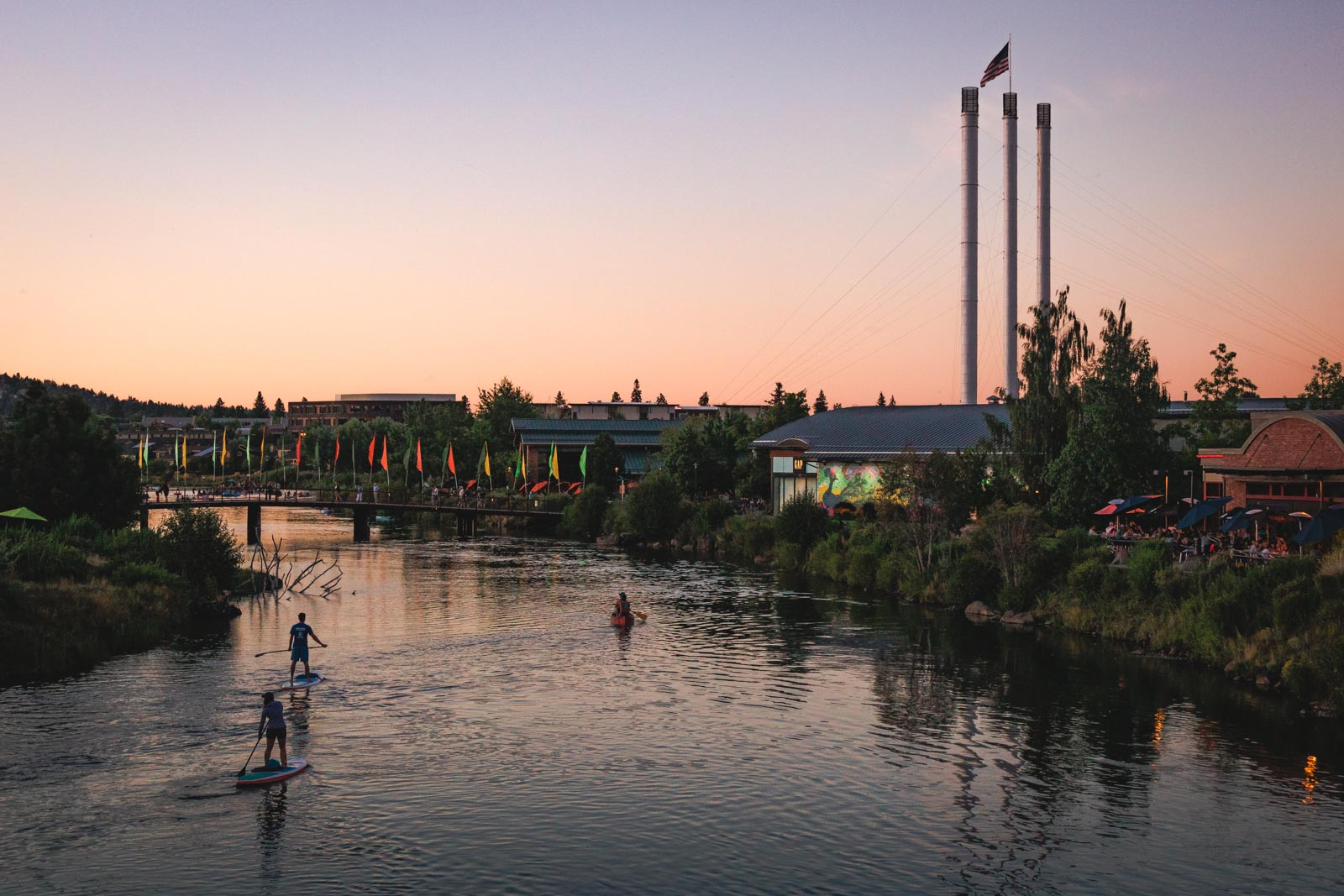 Picture of the Deschutes river running through the old mill in Bend