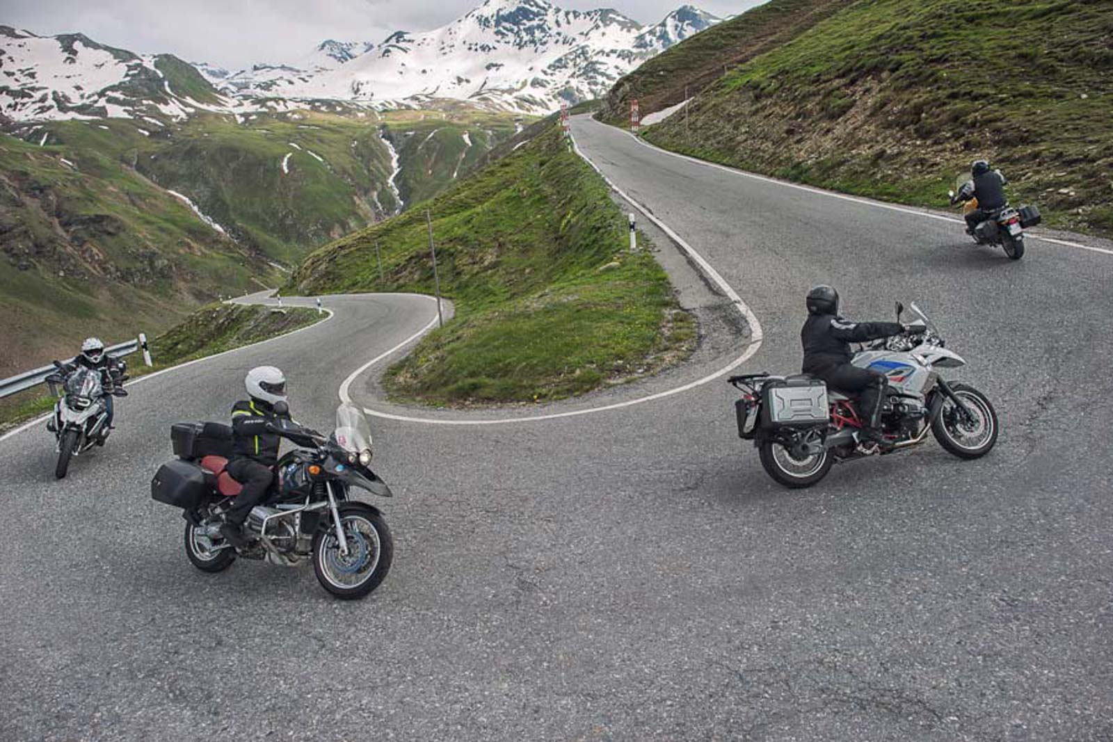 guided-motorcycle-tours-in-europe-alps-riding