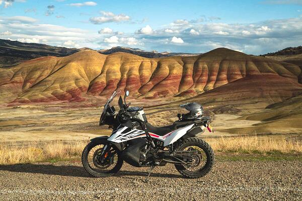 painted_hills_oregon_ad_motorcycle_ktm_790_adventure_motorcycle_tour